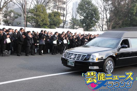 永井一郎さん告別式 出棺に全員で「バカモン!」…後輩らは「これが俺の家族だ」