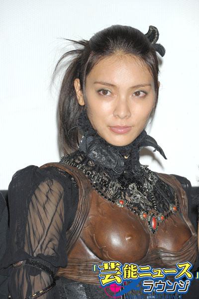 秋元才加「牙狼」劇中衣装で登場!哀川翔より「数百倍努力」宣言