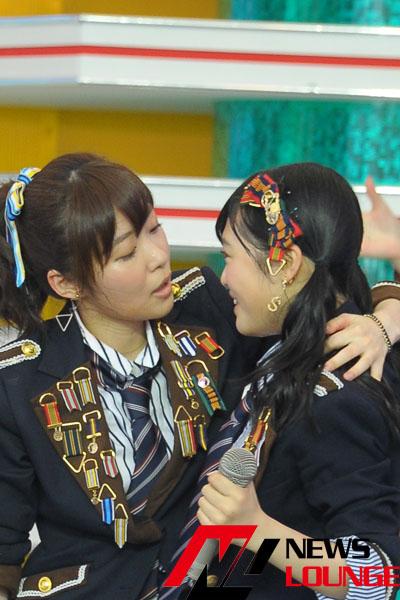 指原莉乃HKT48メンバーとのキスを激写!ほかのメンバーとも